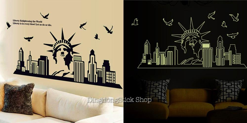 """สติ๊กเกอร์ติดผนังเรืองแสง """"New York City Statue of Liberty"""" ความสูง 65 cm ความยาว 130 cm"""