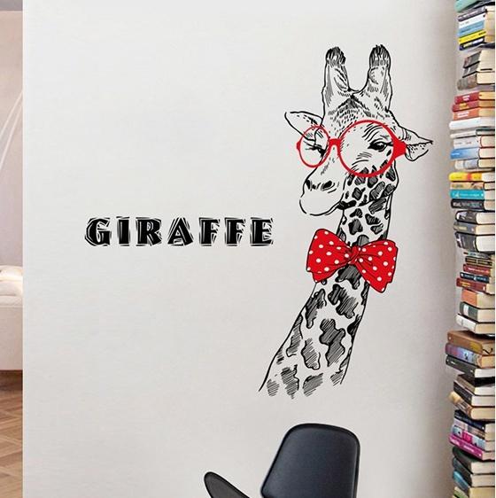 """สติ๊กเกอร์ติดผนังตกแต่งบ้าน """"ยีราฟ Giraffe and Red Glasses"""" ความสูง 129 cm กว้าง 75 cm"""
