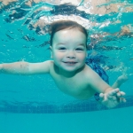 หัดทารกให้ว่ายน้ำ