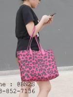กระเป๋าโท้ท หนังลายเสือ มี 3 สี ใช้ได้ 2 ด้าน 13 นิ้ว ฟรีใบเล็ก สีชมพู